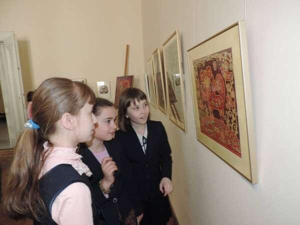 Виставку витинанок презентують у Чернівцях