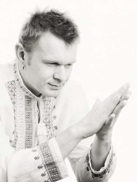 Свій перший концерт Сашко Положинський дав пасажирам міжміського автобуса