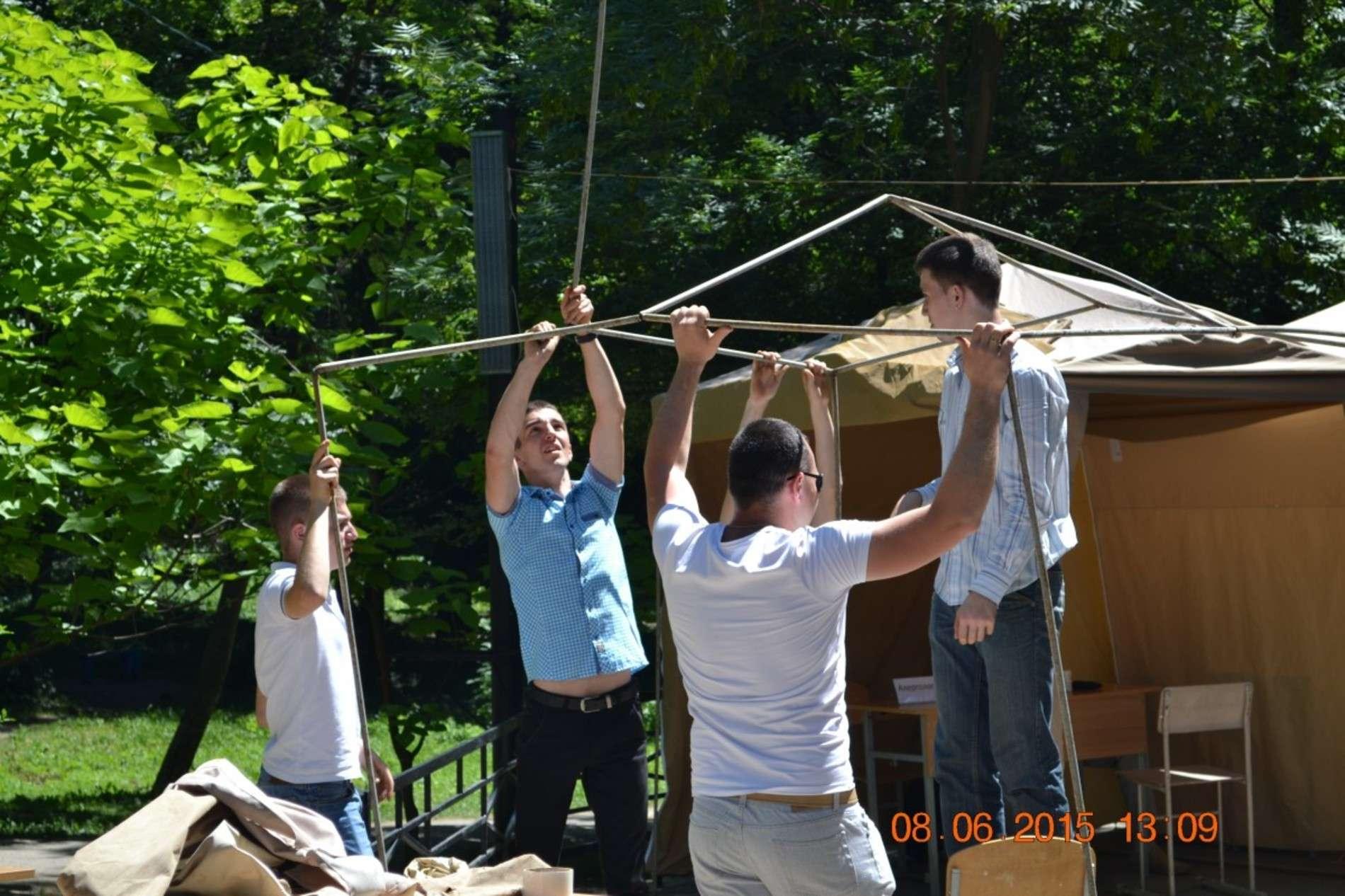 Лікарі безкоштовно консультували чернівчан у Жовтневому парку