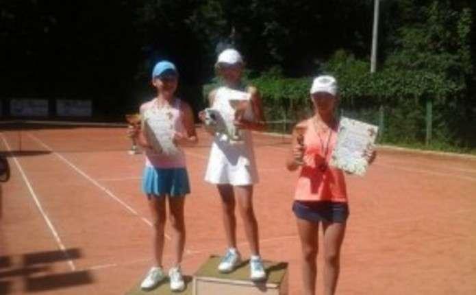 У всеукраїнському турнірі Буковинське літо взяли участь 80 юних тенісистів