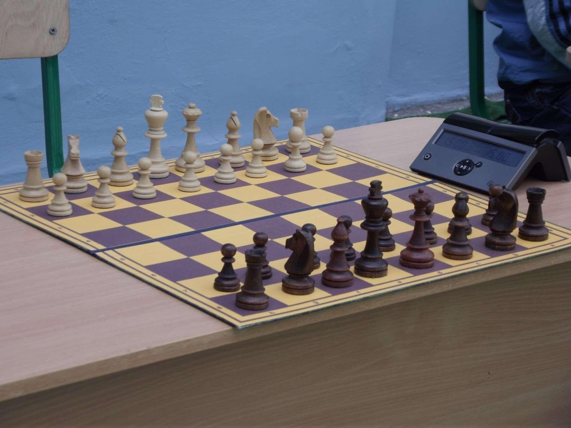 У дворику чернівецької Ратуші влаштували шаховий турнір