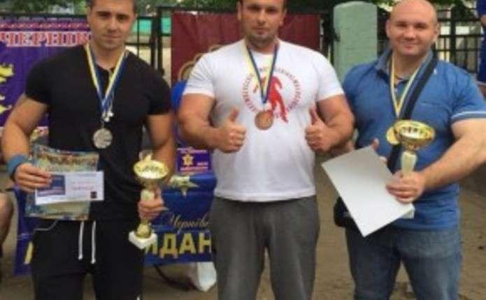 Для найсильніших чернівчан влаштували змагання під час Петрівського ярмарку