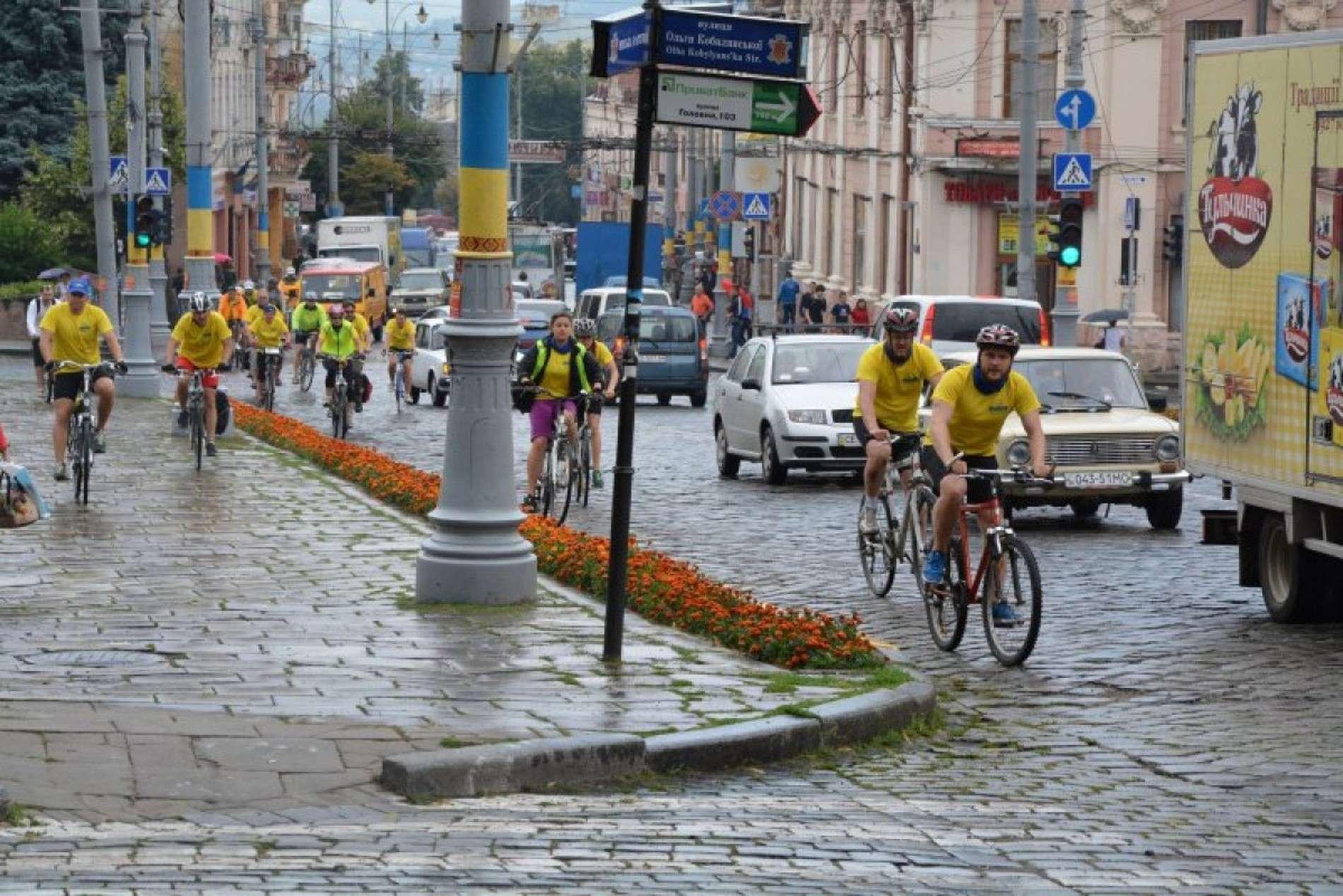 Екс-прем'єр-міністр Литви приїхав на велосипеді до Чернівців