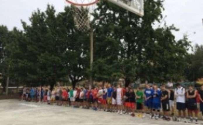 Чернівчани протестували новий майданчик для баскетболу