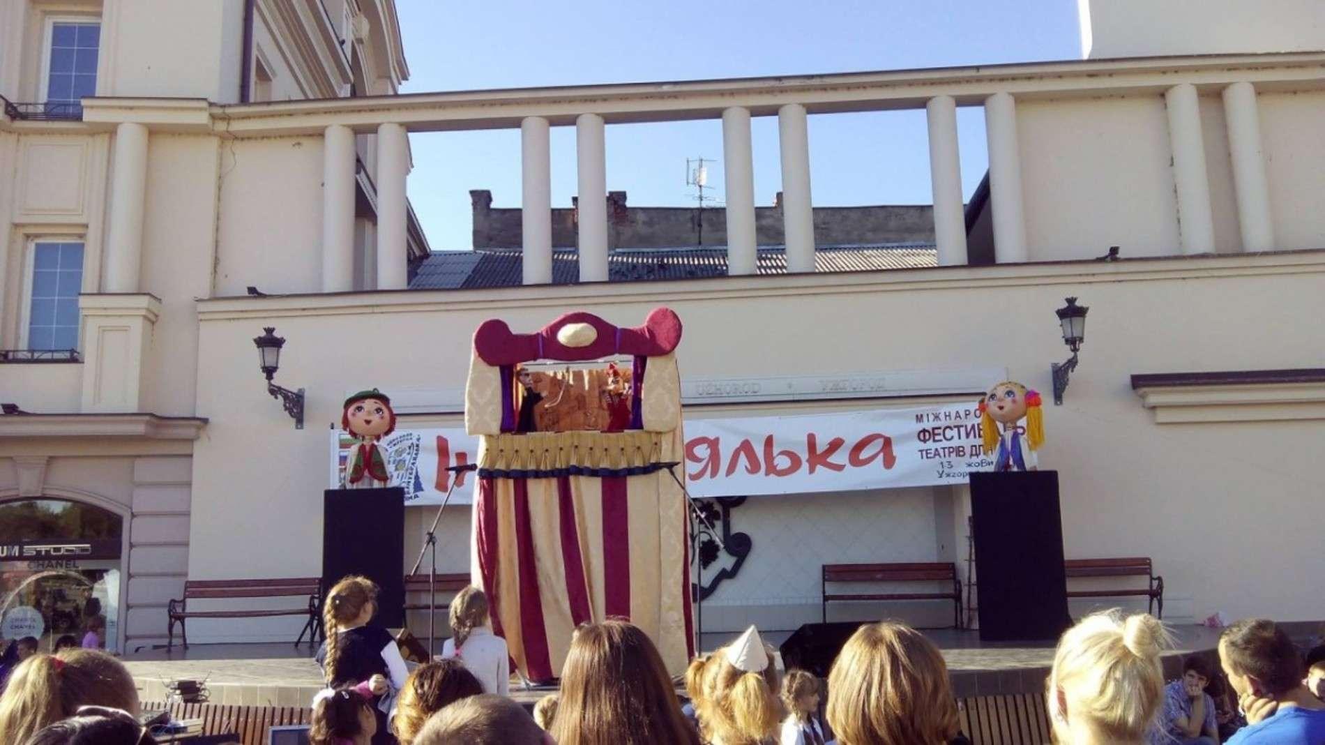 Театрали з Чернівців подалися на міжнародний фестиваль Інтерлялька