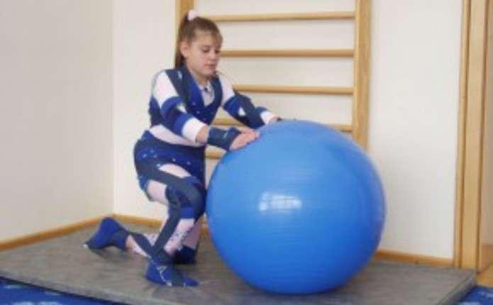 У Чернівцях для дітей, хворих на ДЦП, закупили реабілітаційні костюми