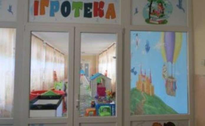 У дитячій лікарні Чернівців відкрили ігрову кімнату для маленьких пацієнтів