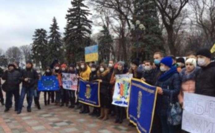 Міносвіти пообіцяло студентам БДФЕУ конструктивний діалог