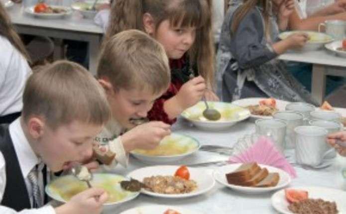 Шкільні обіди: бути чи не бути?