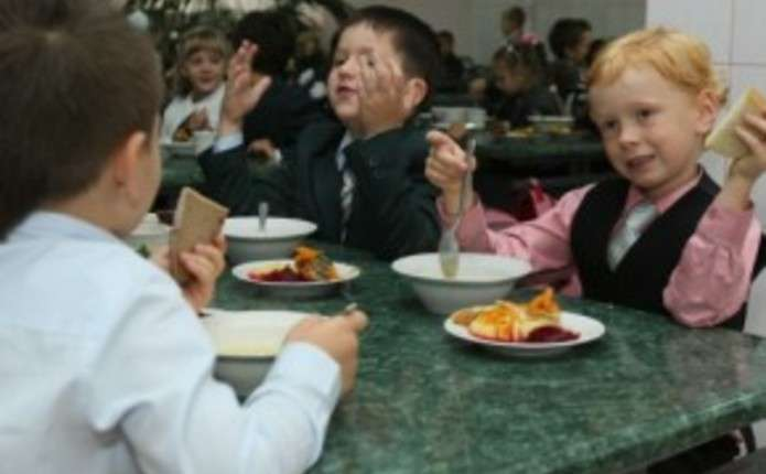 За шкільні обіди заплатять батьки