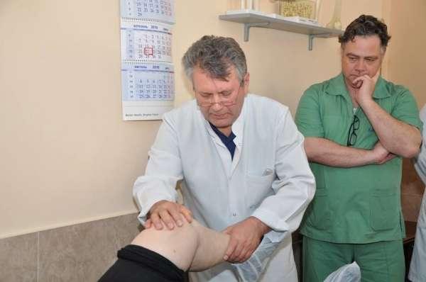 Буковинців консультував та оперував професор-травматолог з Німеччини