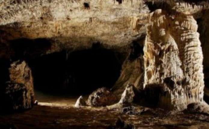 Печера у Чернівецькій області - одна з найкрасивіших місць Карпат