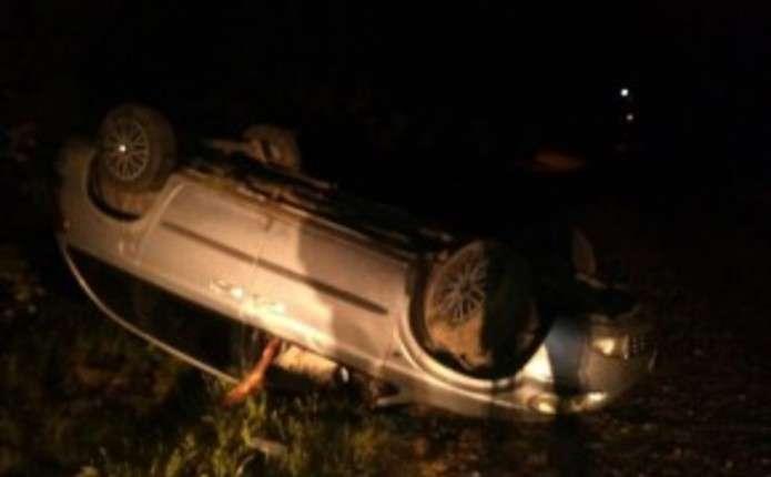 У Чернівцях п'яний водій вирішив втекти від поліції та перекинувся