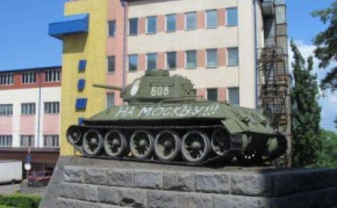 Автору напису На Москву! на танку Нікітіна у Чернівцях може загрожувати штраф