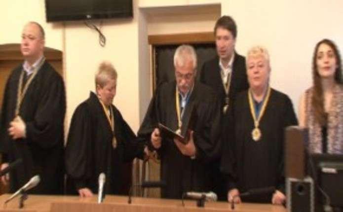 Суд над сільським головою в Чернівецькій області у справі рекордного хабаря перенесли