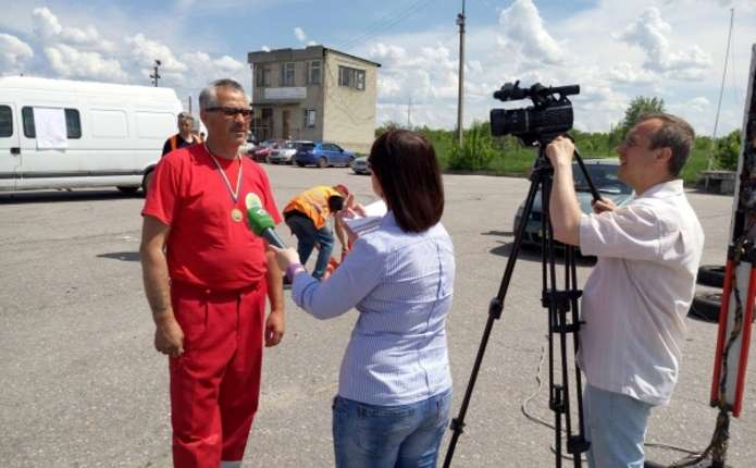 Чернівчанин став кращим в Україні водієм швидкої