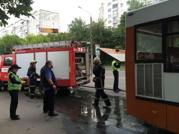 Біля Депоту у Чернівцях загорілася маршрутка