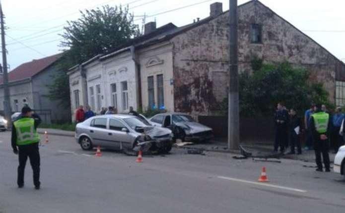 На вулиці Руській у Чернівцях сталася жахлива аварія