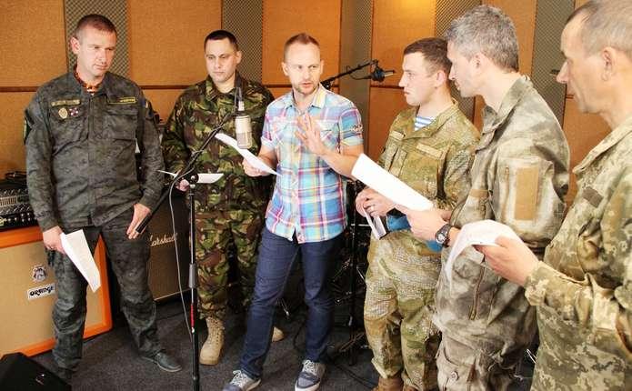 Павло Табаков та колишній СБУшник написали пісню для воїнів