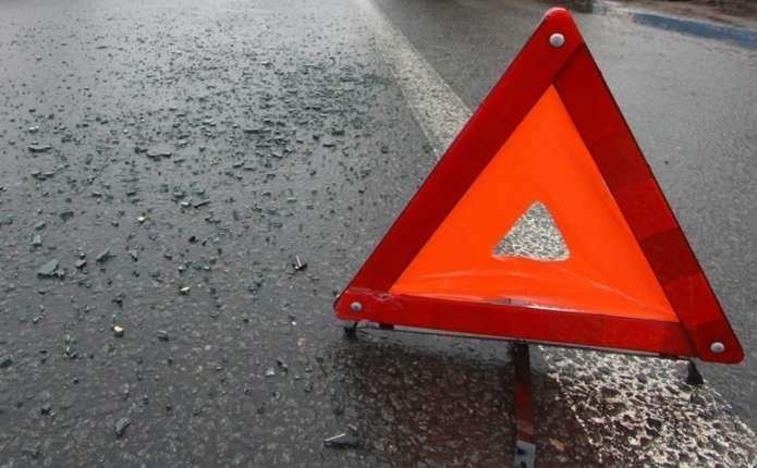 У Чернівецькій області бус збив дівчинку на велосипеді
