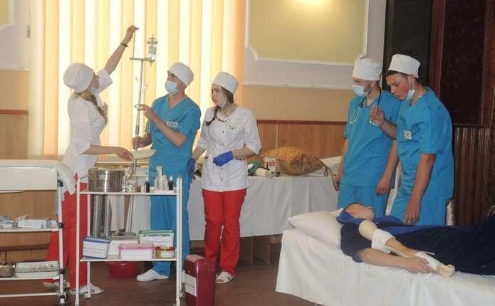 У Вашковецькому медколеджі для студентів 2-их курсів провели брейн-ринг