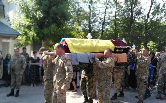 У Заставнівському районі попрощалися із загиблим Петром Танасійчуком