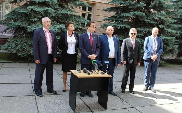 Фищук запевнив, що румуномовні школи у буковинських селах не закриють
