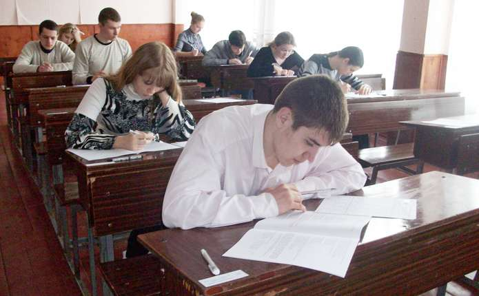 Найкраще тестування з української мови склали у Чернівцях, найгірше – на Герцаївщині