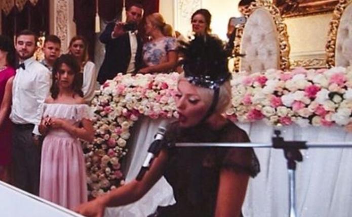 Суперблондинка Оля Полякова провела весілля у Чернівцях