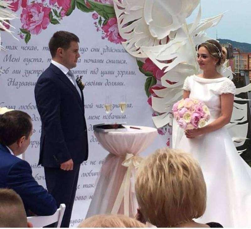 Оля Полякова була ведучою на весіллі чернівецького депутата