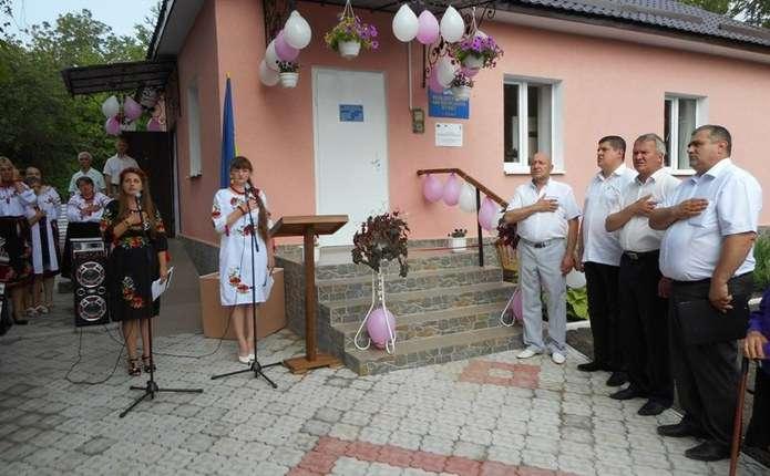 У селі Бурдюг на Кельменеччині відкрили оновлений фельдшерсько-акушерський пункт
