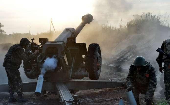 У зоні АТО бойовики гатять по позиціях українських військових з мінометів і САУ