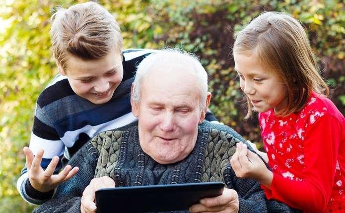 Пенсійний вік в Україні знову хочуть збільшити, щоби кошти зекономити