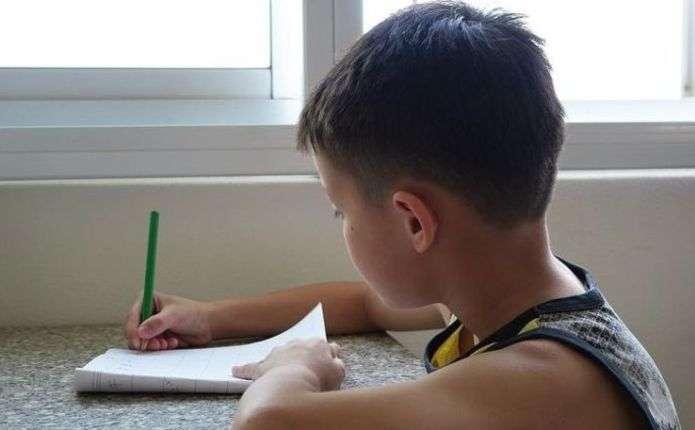 Міносвіти хоче дозволити першокласникам писати олівцями