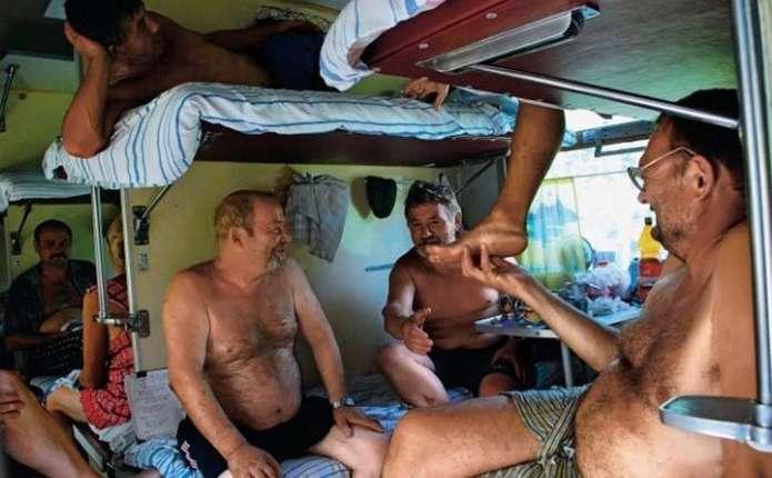 Екстрим по-українськи: вагони в українських потягах нагадують камери для тортур