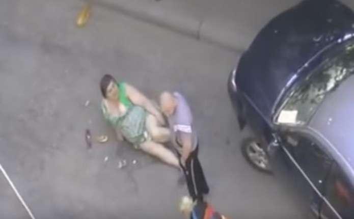 Депутат від Опоблока штовхнув пенсіонерку на землю