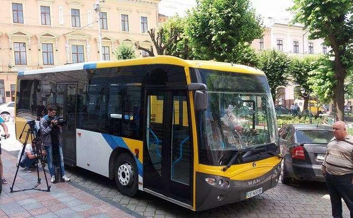 У Чернівцях придбали два вживані автобуси для перевезень пасажирів