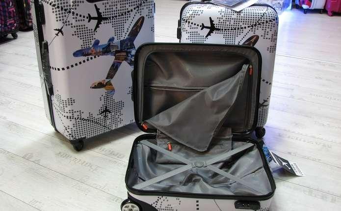 Для поїздки обираємо сумку чи валізу