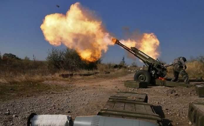 Доба у зоні АТО: Бойовики вели вогонь на всіх лініях фронту