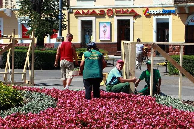 Соборну площу у Чернівцях теж готують до Петрівського ярмарку