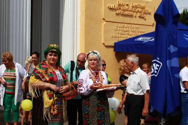 Петрівський ярмарок у Чернівцях відкрили продажем символічного пряника