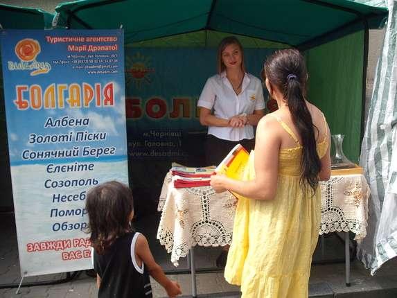 Чернівчанам на Петрівському ярмарку пропонують круїз Європою та навчання у Польщі