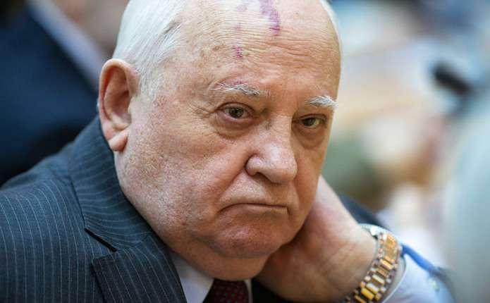 НАТО готується до війни з Росією, - Горбачов