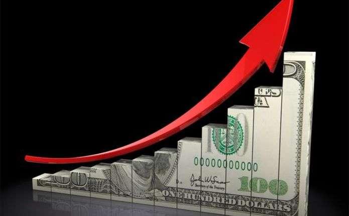 Долар в Україні може різко підскочити до осені, — експерт
