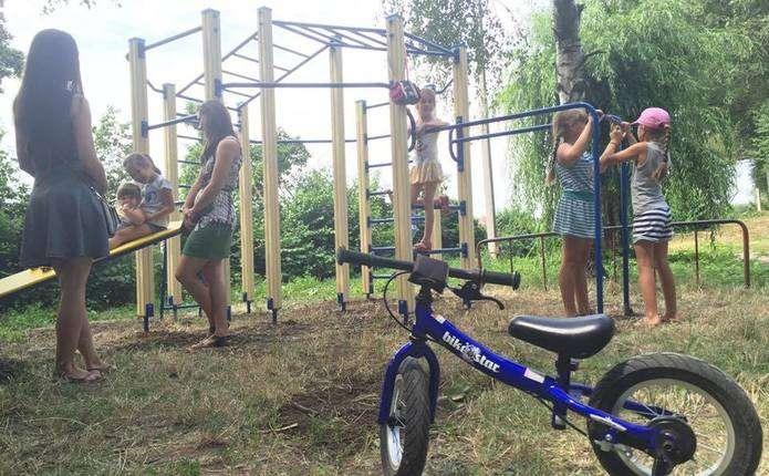 Чернівчани власними силами звели майданчик для занять воркаутом