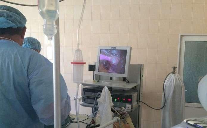 Першу операцію з допомогою лапароскопа провели у Новоселицькій ЦРЛ