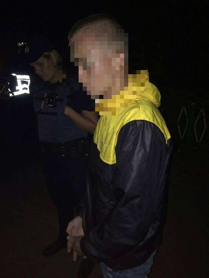 Вночі на вулиці Головній у Чернівцях пограбували хлопця і дівчину