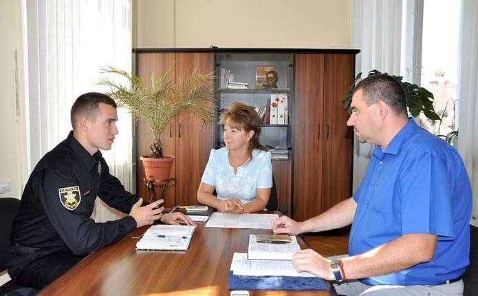 Патрульних поліцейських у Чернівцях вчитимуть надавати долікарську медичну допомогу