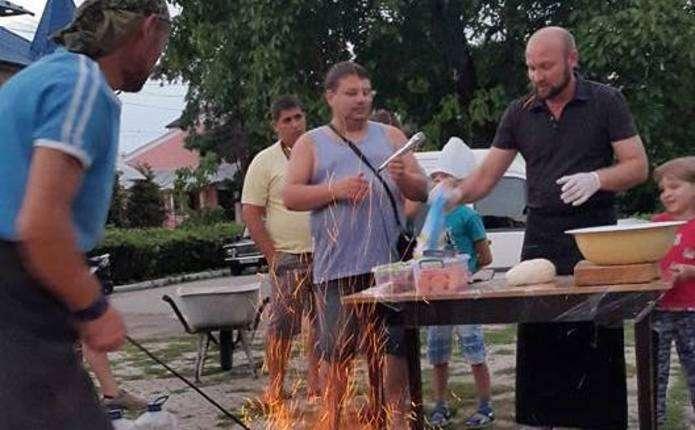 У Хотині просто неба провели майстер-клас з приготування страв східної кухні
