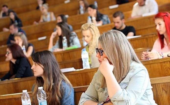 Майже усіх українських студентів хочуть позбавити стипендій